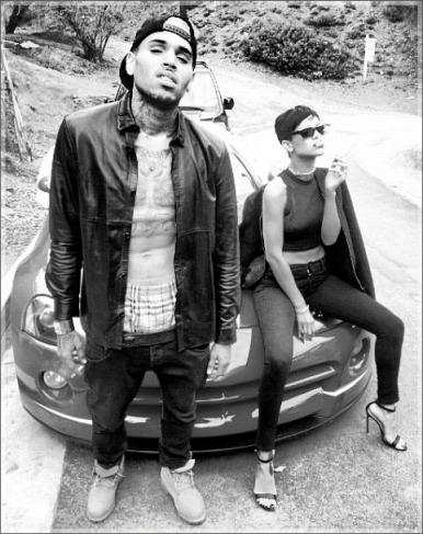 Chris-Brown-Rihanna-pose